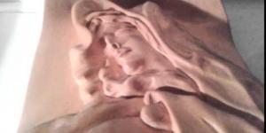 В Борисполе на расколовшемся дереве проявился образ Богоматери с младенцем