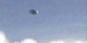 UFO over Amsterdam - CLOSE UP - March 17 2012