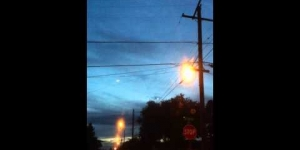 UFO, 2 glowing orbs over Missouri, HD, October 8 2011
